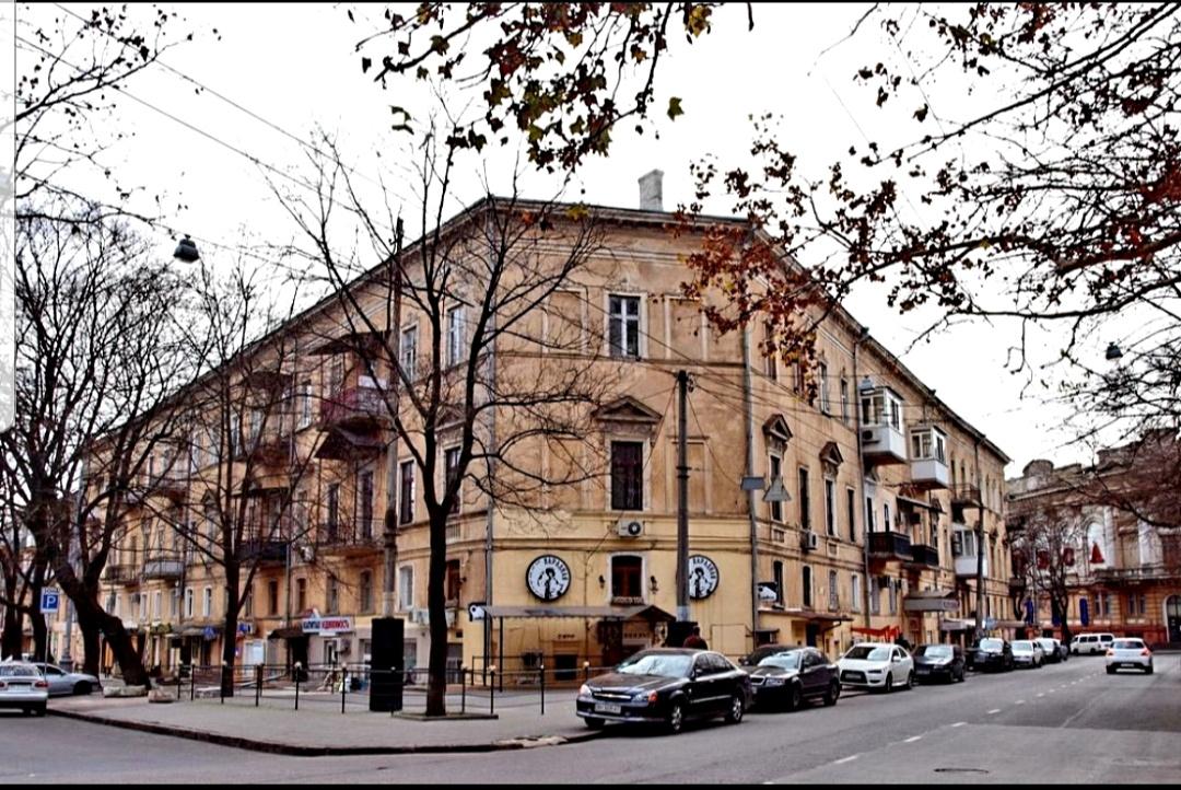 продажа многокомнатной квартиры номер A-149129 в Приморском районе, фото номер 2